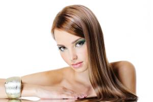 Ép tóc nữ